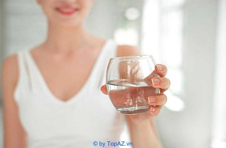 Tại sao nên uống nhiều nước sau khi nâng ngực nội soi? - Cách chăm sóc sau khi nâng ngực nội soi giúp mau lành