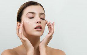 Kem dưỡng ẩm cho da dầu mụn